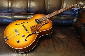 Godin 5th Avenue guitar med pick-up