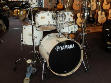 Yamaha Stage Custom trommesæt med stativer