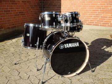 """Yamaha Stage Custom trommesæt 22"""" i Raven Black"""