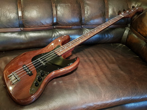 Fender Jazzbas Walnut MIJ.
