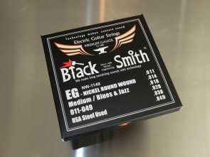011 El-guitar strenge *Black Smith*