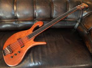 Carl Thompson 4 strengs båndløs basguitar