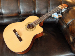 Cataluna Klassisk Guitar med pick-up