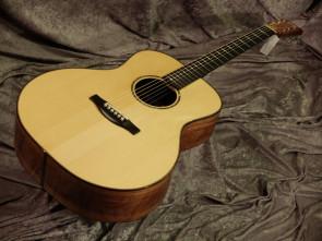 Green River Dansk håndbygget western guitar