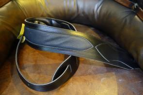 GuitarRem i polstret læder