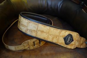 GuitarRem i læder med vintage mønster
