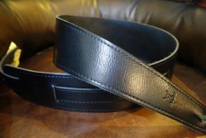 GuitarRem i bred sort læder