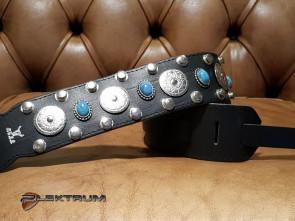 GuitarRem i sort læder med nitter