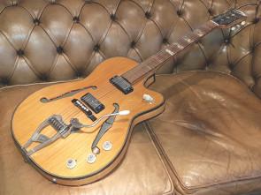 Klira halvakustisk Vintage guitar.