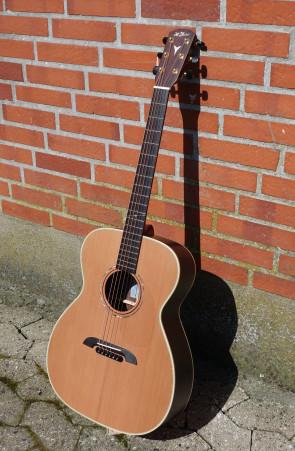 **SOLGT** K. Yairi Handmade FYM75 Mastercraft guitar