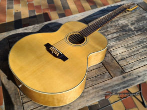 Landola 12 strg. Jumbo western guitar med pick-up.