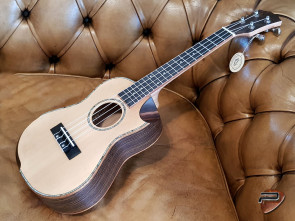 Reno RU380CE Grand Concert Ukulele med pick-up