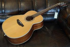 TAKAMINE GN-20 Western Guitar
