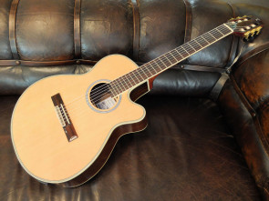 Tanglewood halvakustisk klassisk guitar