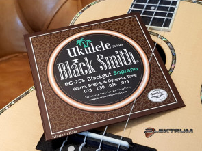 Black Smith Ukulele Sopran strenge - Sorte