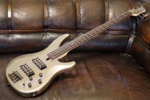 Yamaha TRBX-304 bas guitar - Silver
