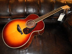 Yamaha LJ6 ARE Western guitar m/ pick up.