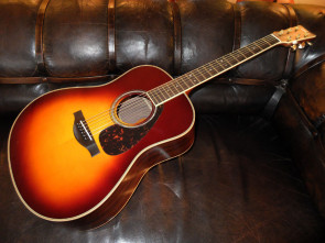 Yamaha LL16 ARE Western guitar m/ pick up.