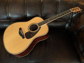 Yamaha LL36 ARE Western guitar m/ pick up.