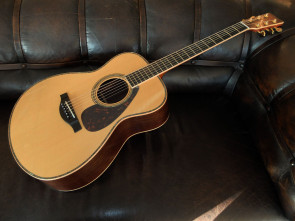 Yamaha LL56 ARE Western guitar m/ pick up.