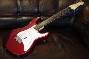 Yamaha Pacifica 012 el-guitar - Rød